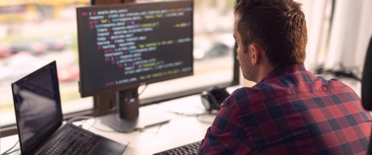 Softwares customizados: saiba como desenvolver um para a sua empresa
